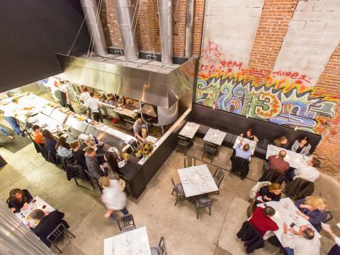 鳥瞰橡子餐廳的餐客們