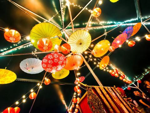 照亮小岩城伍德藝術公園的花燈